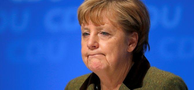 Merkel'e istifa çağrısı