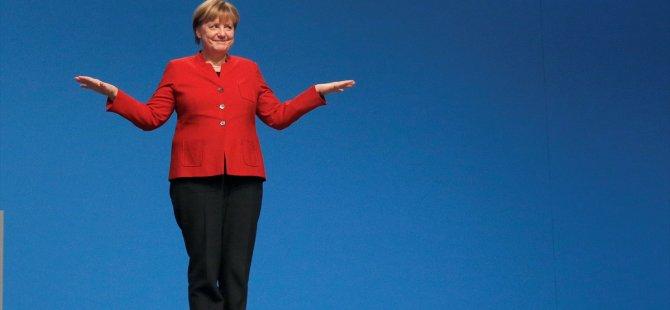 Merkel, yeniden partisinin genel başkanı seçildi