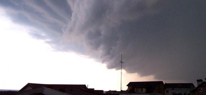 Fırtına 400 bin evi elektriksiz bıraktı
