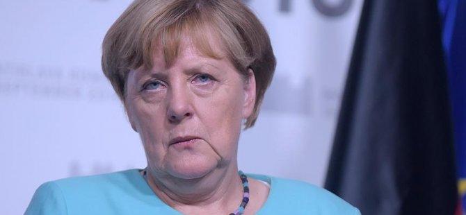 Merkel: Trump bizi tedirgin edemez