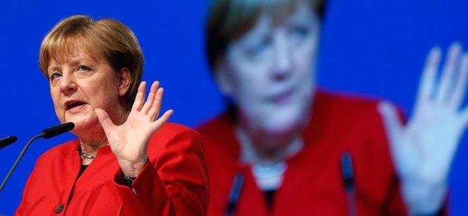 Merkel: Koalisyon kurmayacağız