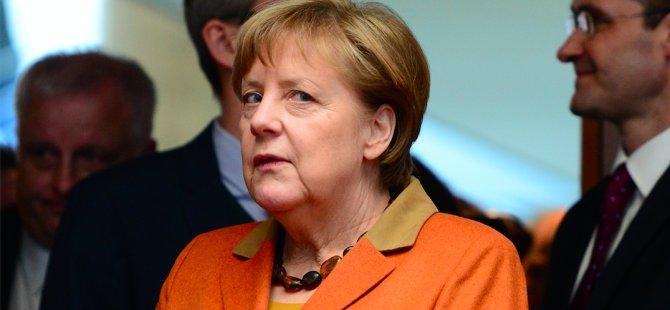 Merkel'in partisinde düşüş sürüyor