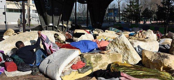 Paris'te sığınmacılara karşı 'kayalı önlem'