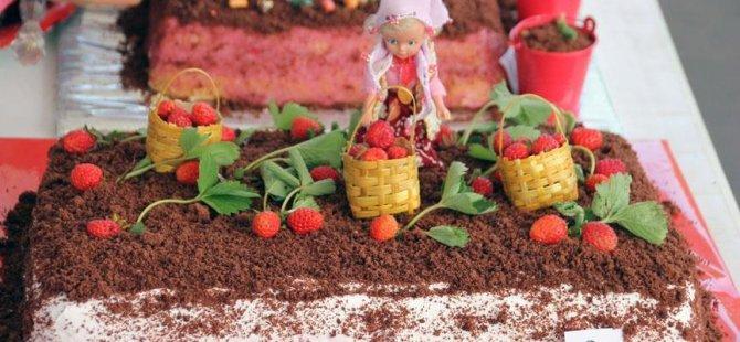 Osmanlı çilekli pastaları yarıştı