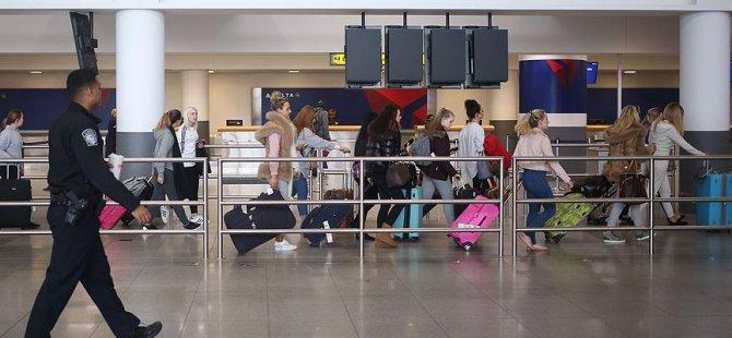 Havalimanı polislerine 'daha az gülümseyin' talimatı