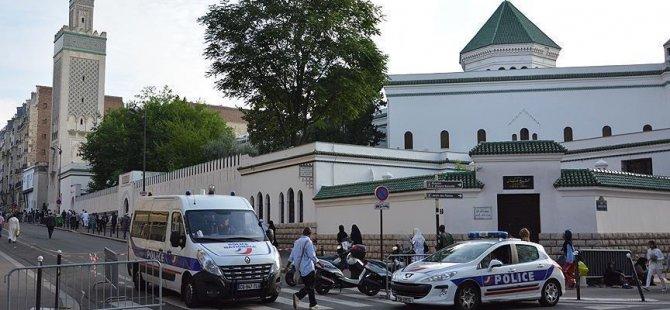 Fransa'da camiye domuz kafası asıldı
