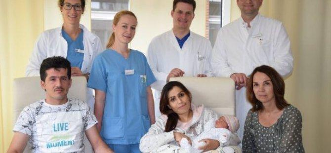Bebeğe Angela Merkel adı verildi