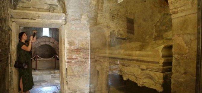 Antalya'da 'Noel Baba'nın mezarı aranıyor
