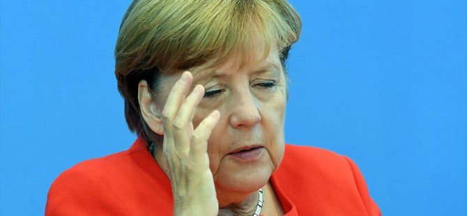 Merkel: Maliye'yi kaptırmamız acı verici