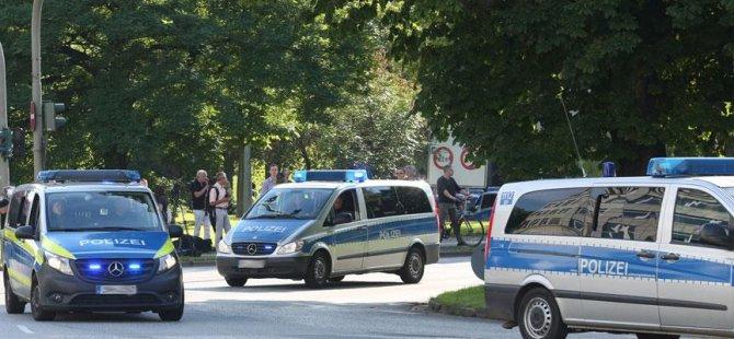 3 kadına bıçakla saldıran Alman yakalandı