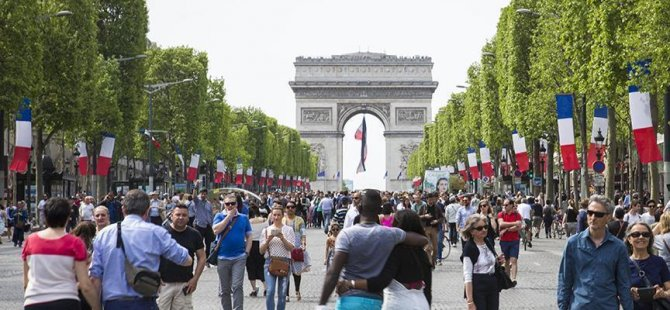 Suudi Prensesi Paris'te soyuldu