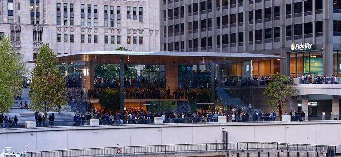 Apple'dan 'MacBook' çatılı mağaza