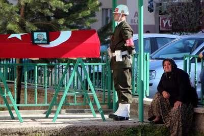 Trafik kazasında şehit olan asker, Bolu'da toprağa verildi