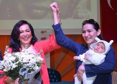 Türkan Şoray, kız öğrencileri kahkahalarla izledi