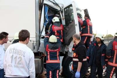 Beylikdüzü'nde 3 TIR'ın karıştığı zincirleme trafik kazasında 3 kişi yaralandı