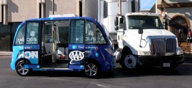 İlk sürücüsüz otobüsü kaza yaptı