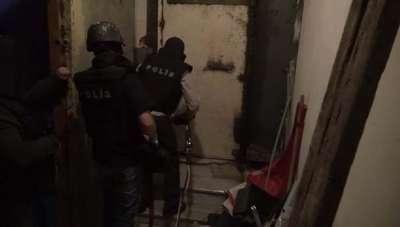 14 yaşındaki çocuğun kurtarıldığı terör operasyonu kamerada