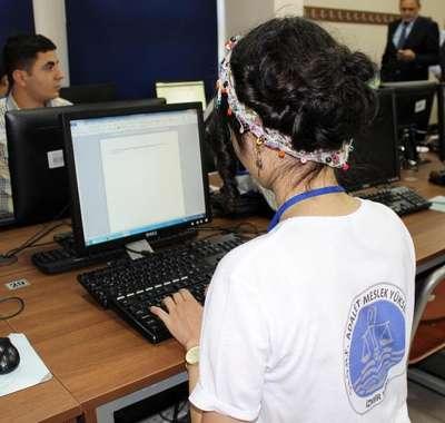 Katip adayları klavye yarışı