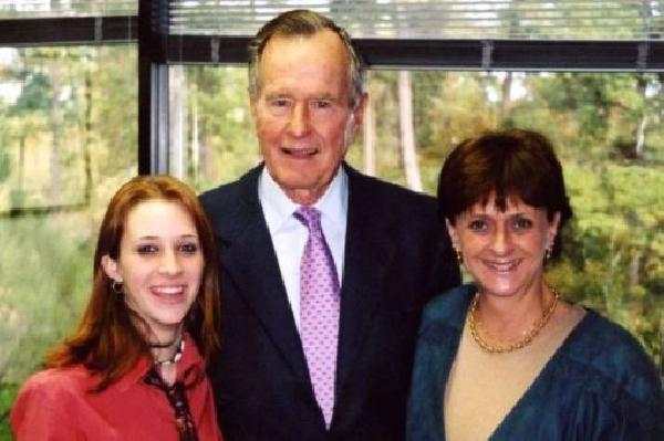 Bush da cinsel tacizle suçlandı