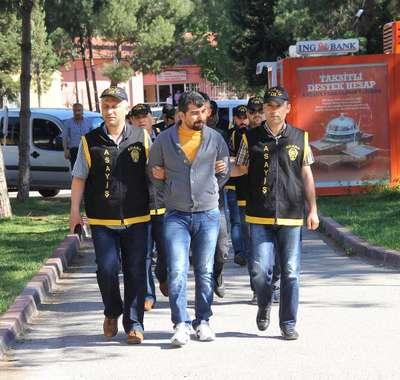 1.5 kilo altın ile 24 bin lira dolandıran 5 kişi tutuklandı