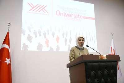 Emine Erdoğan : Toplumsal sorunlar konusunda üniversitelerin pusula vazifesi görmesi gerekir