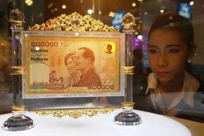 Tayland bankası 42 bin liralık banknotları sergiledi