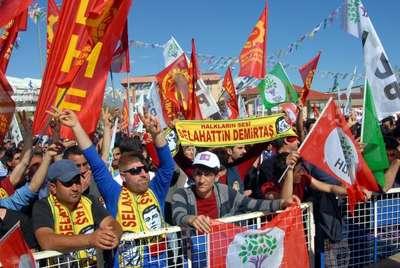 Demirtaş: Kürtçe Kuran-ı Kerim'i, tek örnek olarak Diyanet değil, bir vakıf bastırmış