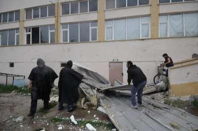 Şiddetli fırtına Edirne'yi felç etti