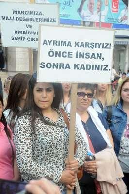 Yalova'da eski eşi tarafından öldürülen kadın için sessiz protesto yürüyüşü