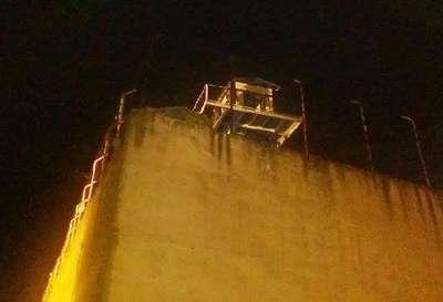 Gebze M Tipi Kadın Cezaevi'nin nöbetçi kulelerine ateş edildi (2)