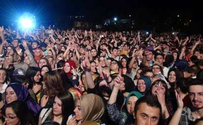 Üniversitedeki Mustafa Ceceli konserinde fırtına kabusu