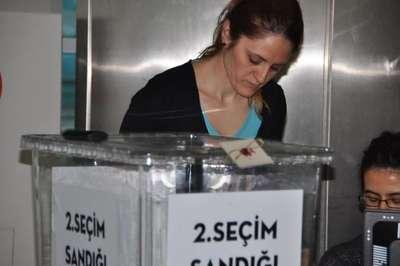 Havalimanı'nda oy kullanılmaya başlandı
