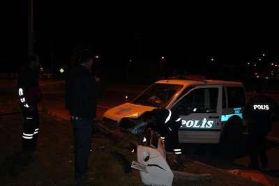 Bingöl'de polis aracı otomobille çarpıştı: 4'ü polis 8 yaralı