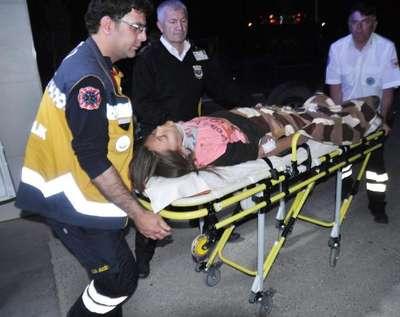 Minibüs devrildi: 2'si ağır 5 yaralı