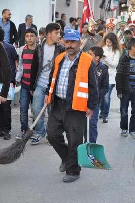Temizlik işçisinin festival mesaisi