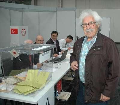 Hannover'de Türk vatandaşları oy vermeye başladı