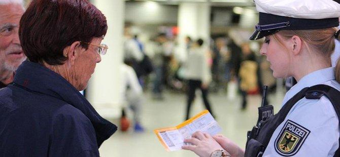 Avrupa'da binlerce uçuş iptal