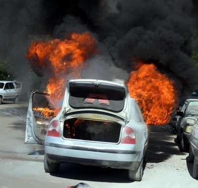 Adana'da seyir halindeki otomobil yandı
