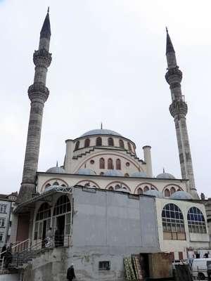 Depremde hasar gören cami 16 yıl sonra yenilenecek