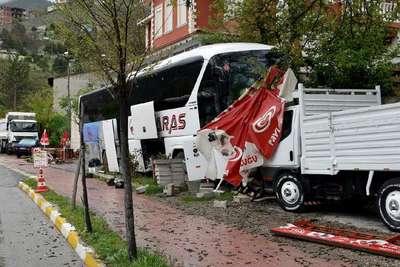 Direksiyon başında kalp krizi geçiren otobüs şoförü öldü