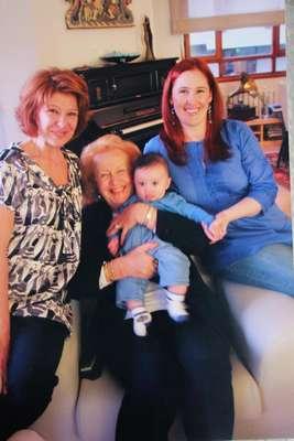 89 yaşındaki iyilik meleği 'Suzan anne'ye büyük ödül