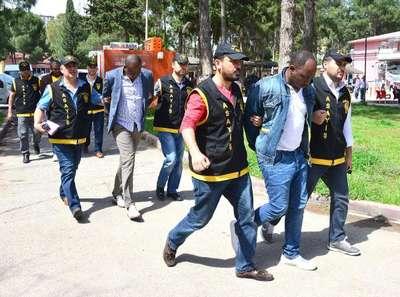 Kamerunlu dolandırıcılar, Adana'da yakalandı