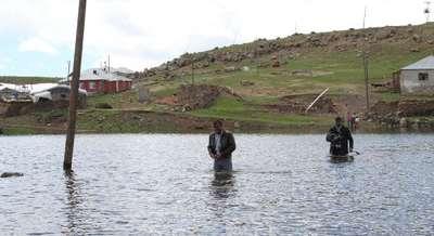 Baraj suları yükselince 70 hane mahsur kaldı