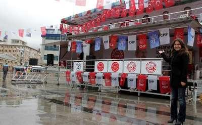 CHP stand açınca, AK Parti standını kaldırdı