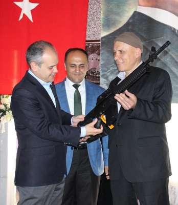 Bakan Kılıç: Türkiye'deki muhalefet liderleri de İngiltere'dekiler gibi söz versin