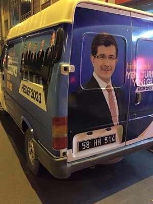 Ak Parti giydirmeli resmi plakalı belediye minibüsü kiralıkmış