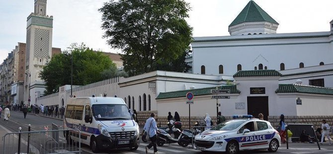 Fransa'da cuma hutbesi cami kapattırdı