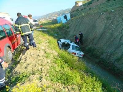 Otomobil sulama kanalına uçtu: 2 ölü, 1 yaralı