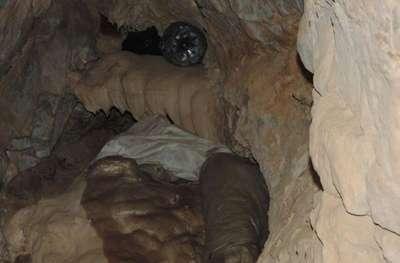Şemdinli'de mağarada PKK'ya ait mühimmat ele geçirildi