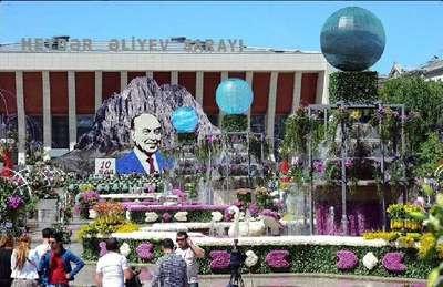Haydar Aliyev'in doğum günü 'Gül bayramı' olarak kutlandı
